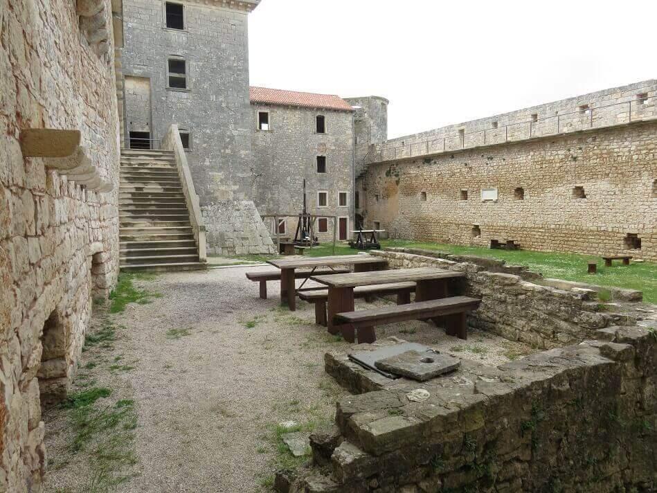 Dvorac Grimani-Morosini