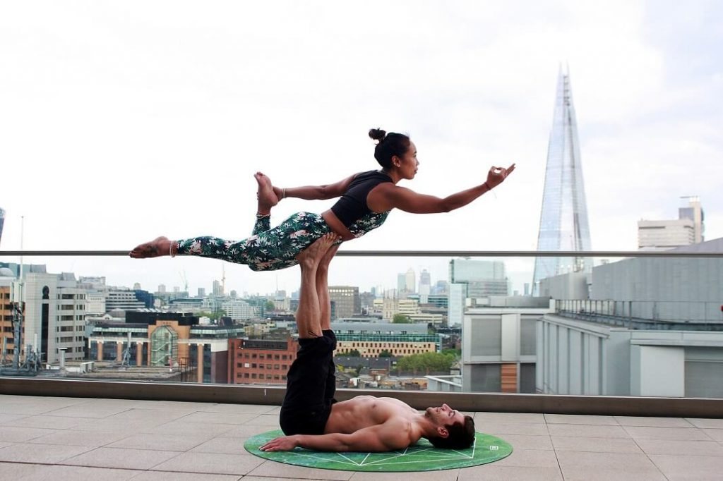 acro-yoga-vježbe_ravnoteža